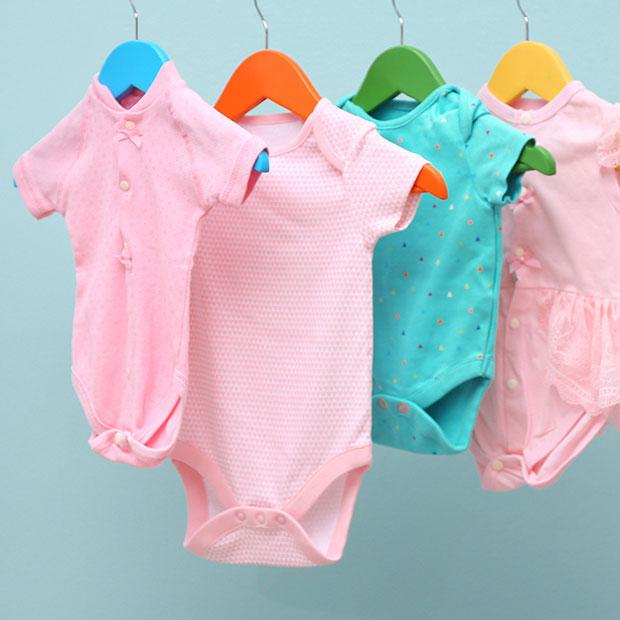 Vêtements bébés pour les premières semaines