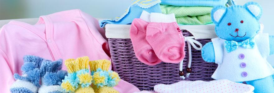 Acheter des vêtements pour son bébé fille